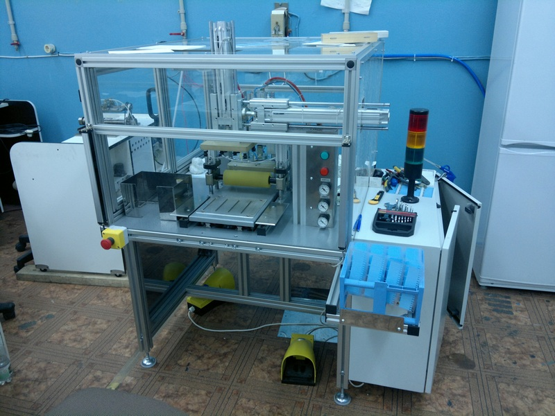 Автомат сборки трехслойных датчиков концентрации глюкозы